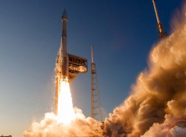 altas 5 411 fire rocket launch pad smoke vapor lightening towers