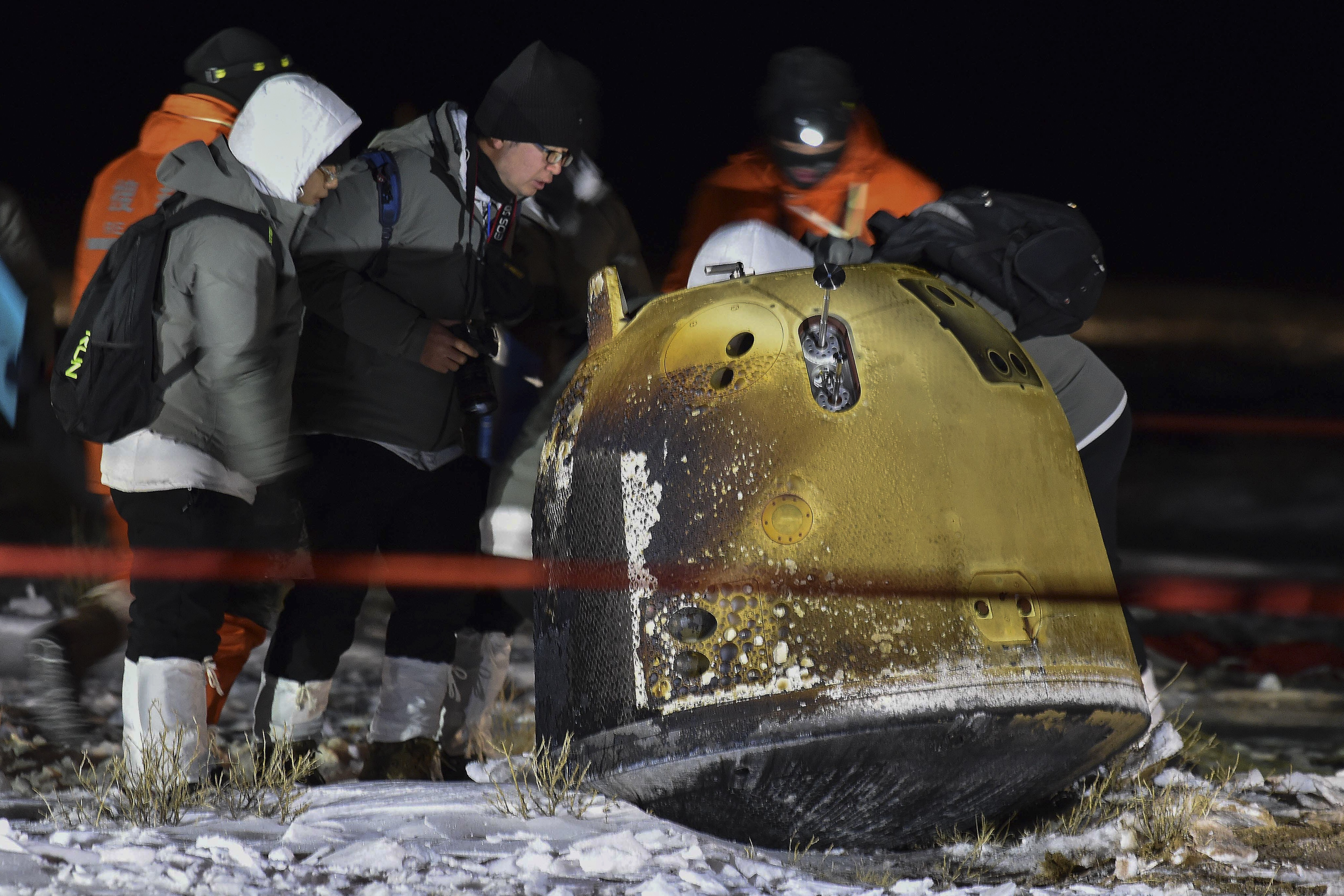 The Chang'e 5 return vehicle during recovery operations (Credit: Xinhua)
