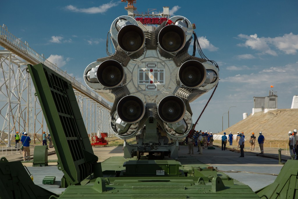 Proton-M rocket's first stage that consists of a central cylindrical core and 6 boosters