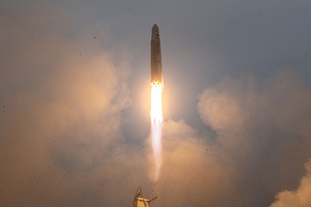 Astra Rocket 3.2 lift off