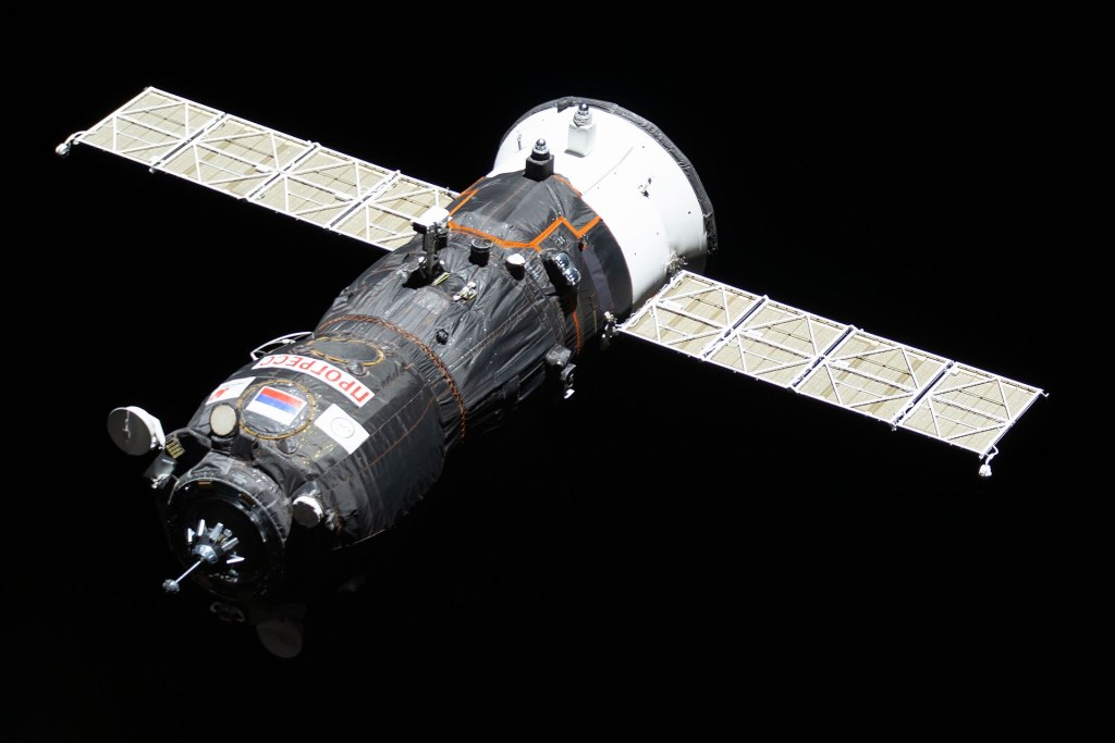 Progress MS-11 (72P) approaching the ISS Pirs node during Expedition 59